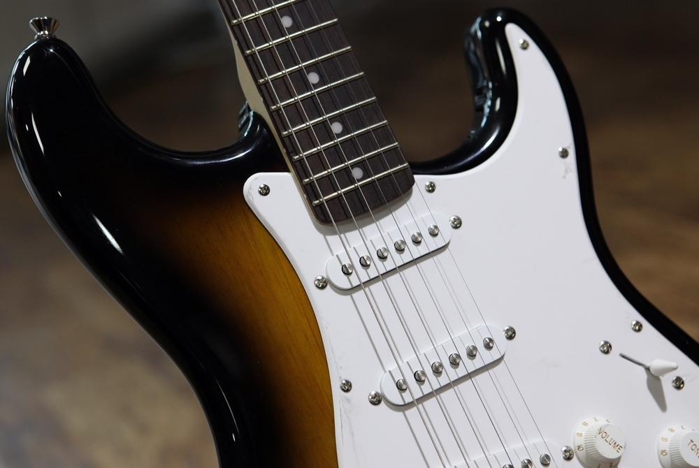 guitars electric guitars fender squier bullet strat with tremolo brown sunburst indian laurel. Black Bedroom Furniture Sets. Home Design Ideas