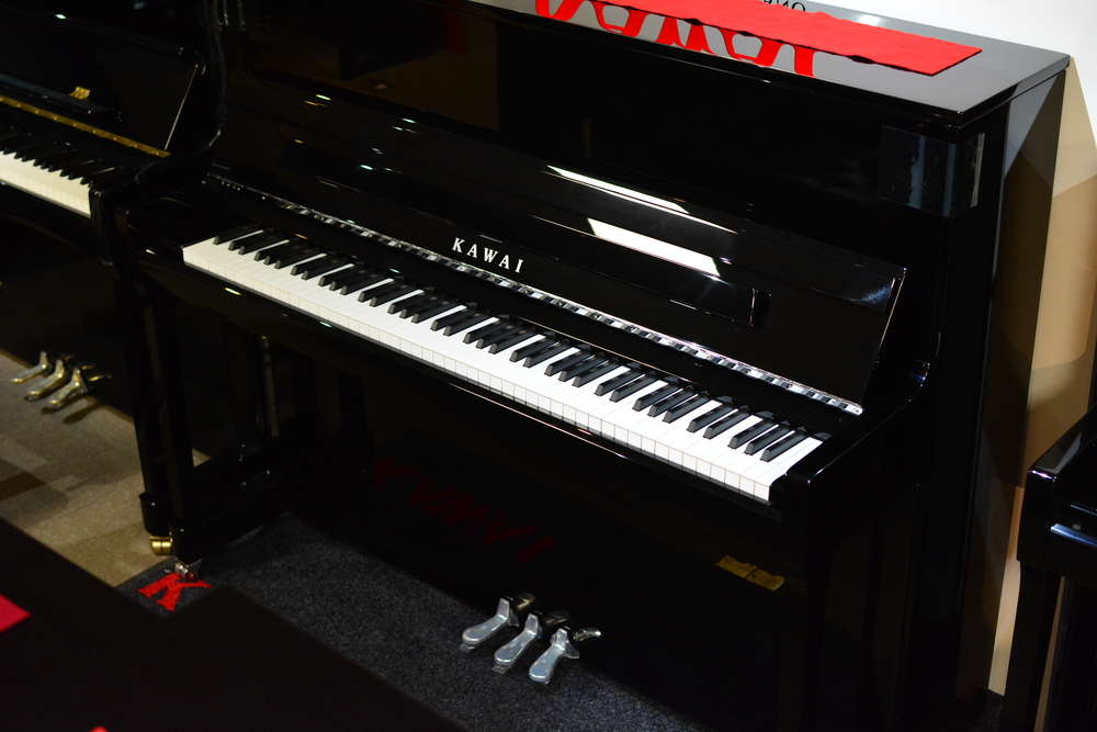 pianos keyboards kawai k300 upright acoustic piano polished ebony chrome hardware. Black Bedroom Furniture Sets. Home Design Ideas