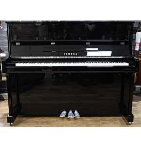 Yamaha B3 Upright Piano in Polished Ebony with Chrome Fittings and Free UK Ground Floor Delivery